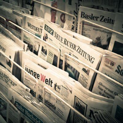 Tageszeitungen im Ständer